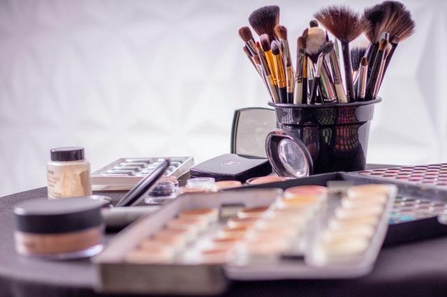 makijaż typu pin-up